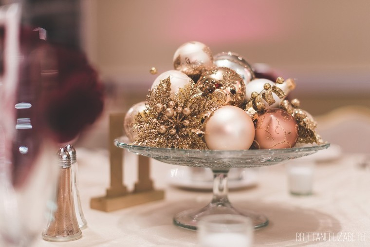christmas-ornaments-table-centrepieces-wedding
