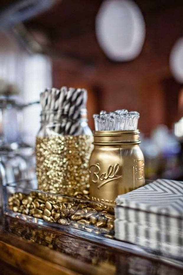 glitter-mason-jars-wedding