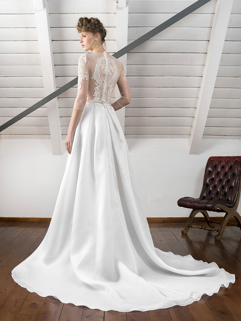 inmaculada-garcia-barcelona-hikari-back-weddingsonline