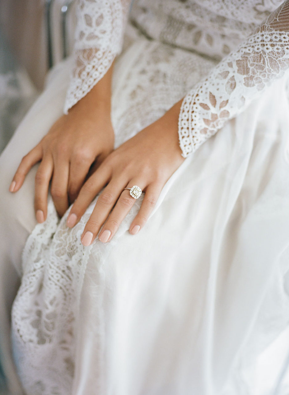 nude-wedding-day-manicure
