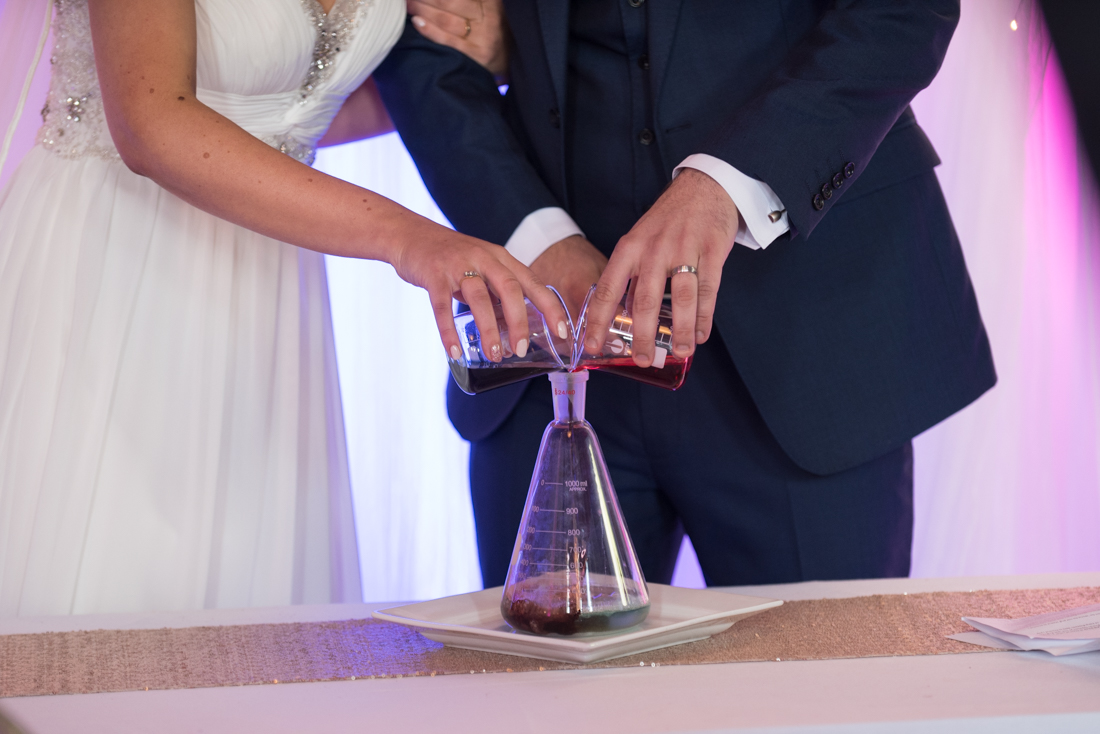 14-Science-Themed-Wedding-Ceremony-Sand-Beaker-Flask-weddingsonline (1)