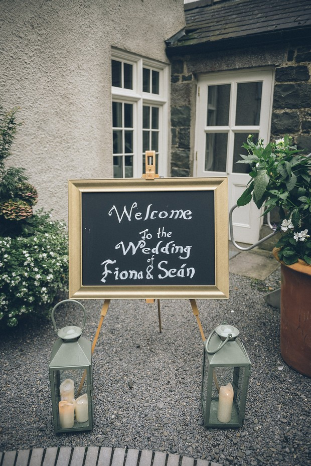 26-Wedding-Sign-Chalkboard-Welcome-Gold-Frame-weddingsonline