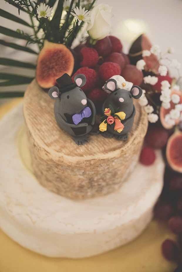 28-Wedding-cheese-wheel-cake-unusual-topper-mice-weddingsonline