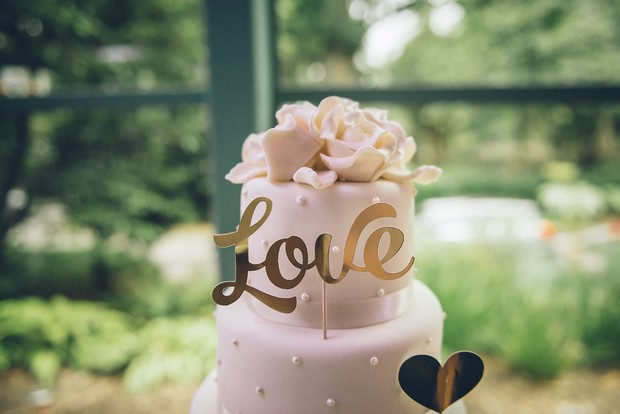 37-Classic-wedding-cake-Love-letter-word-topper-gold-Emma-Russell-Photography-weddingsonline