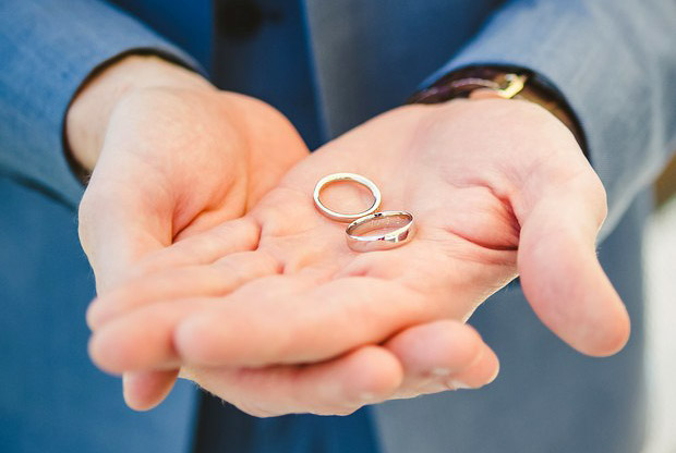 groom-holding-wedding-rings