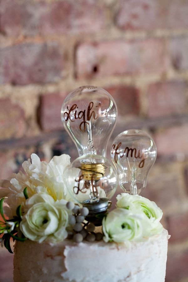 light-bulb-wedding-cake-topper-weddingsonline
