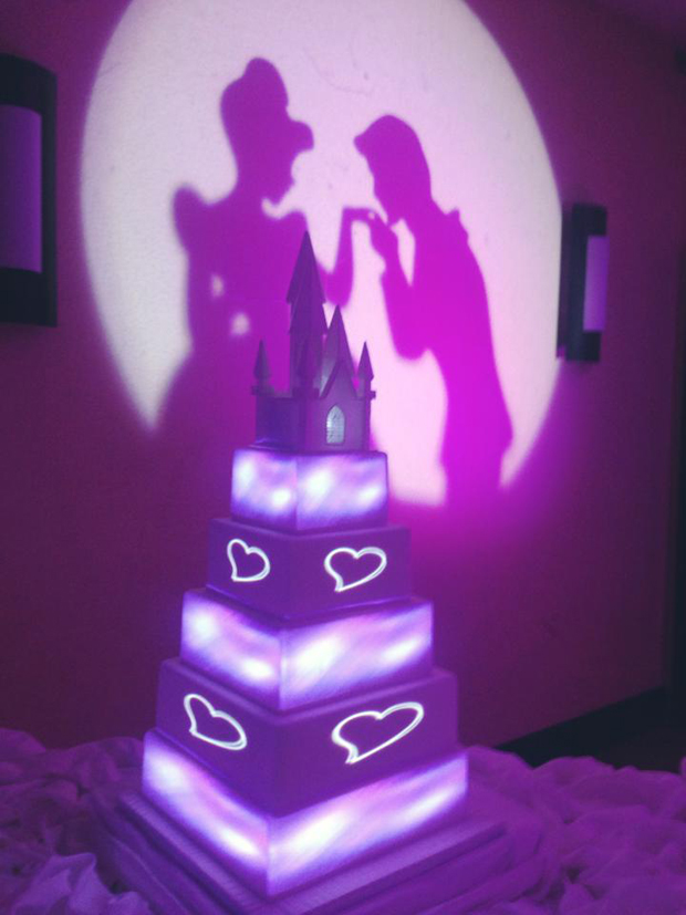 28 incredible wedding cakes from irish cake makers weddingsonline. Black Bedroom Furniture Sets. Home Design Ideas