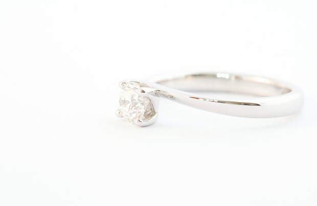 26 Incredible Engagement Rings images 24