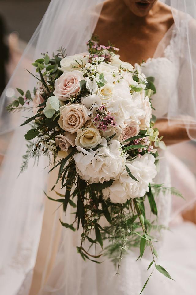 Top wedding flower trends for 2018 weddingsonline photo by gary barrett junglespirit Images