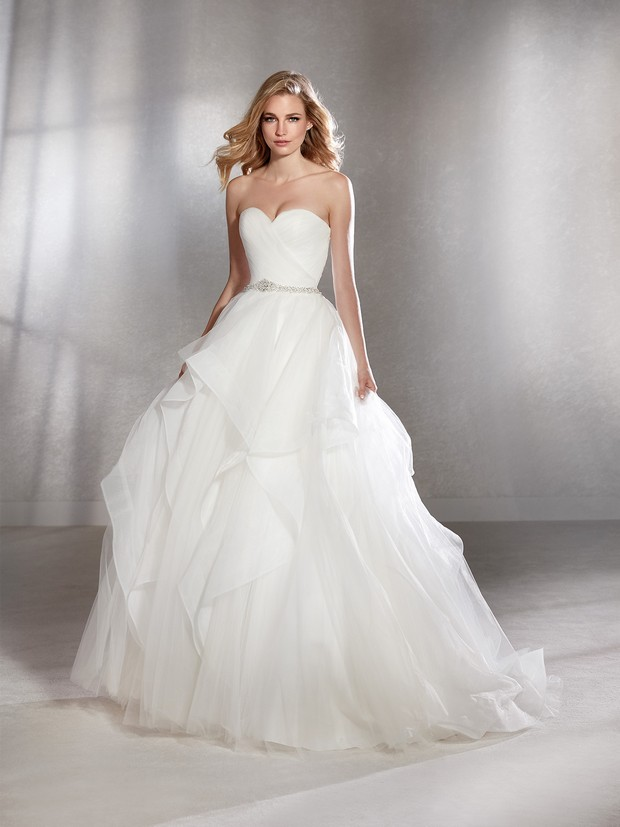 03ca914bac59 30 of the Most Beautiful Bridal Ball Gowns | weddingsonline