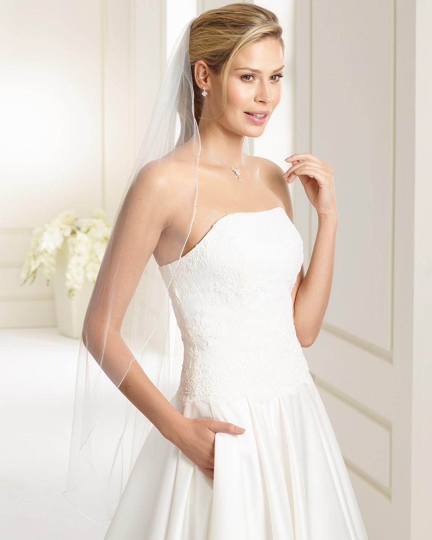 30 Elegant Wedding Veils for Classic Brides   weddingsonline