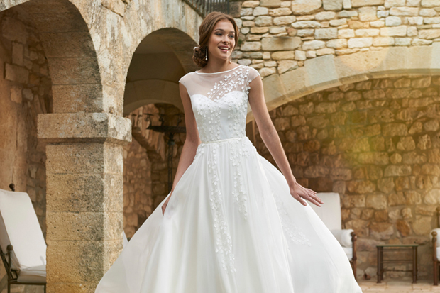 20 dreamy destination wedding dresses weddingsonline if youre lucky enough to be jetting off for some sun and sea for your wedding abroad you might be wondering what to buy on the wedding dress front junglespirit Images