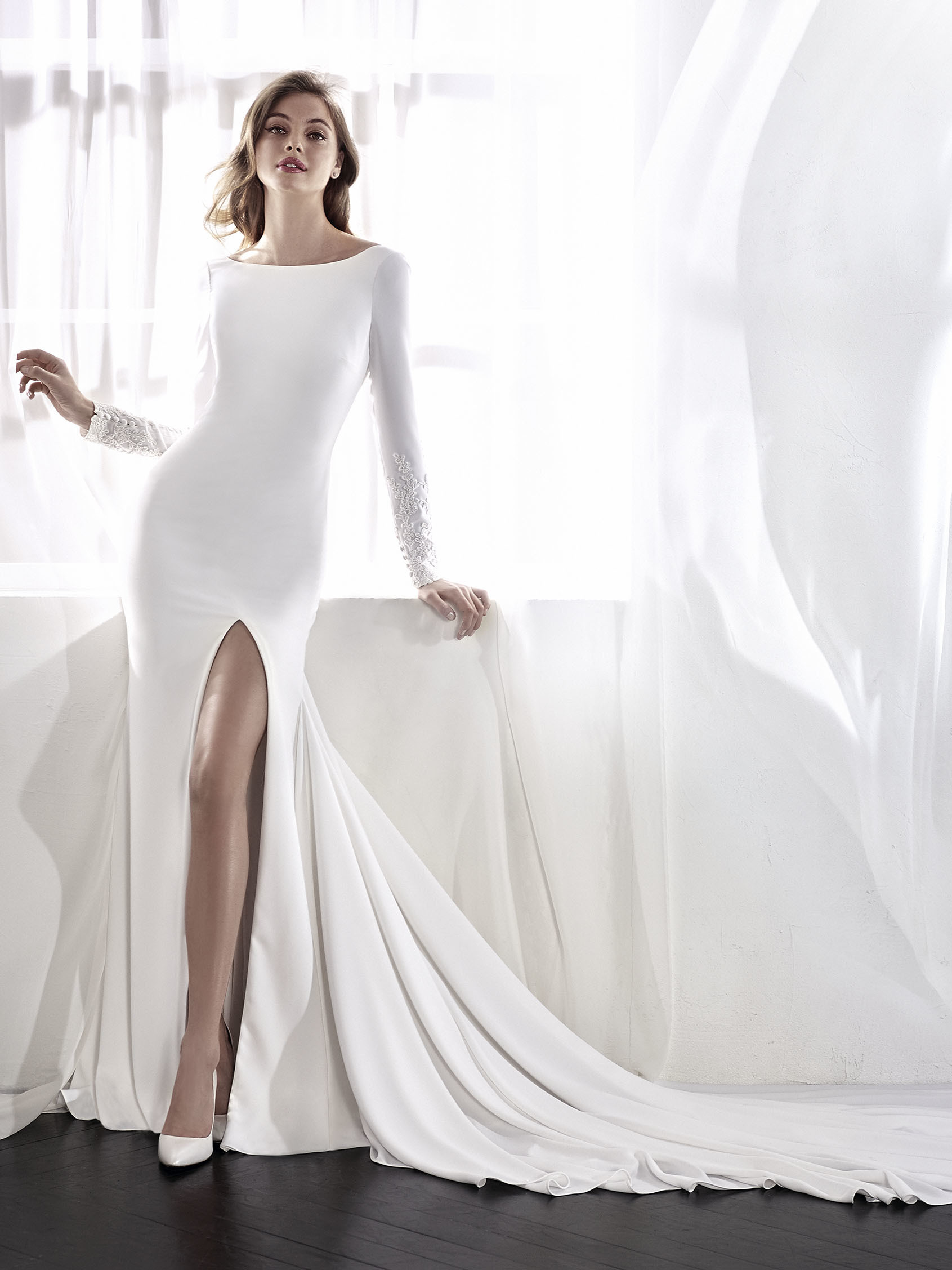 17 Chic, Minimal Wedding Dresses for Modern Brides ...