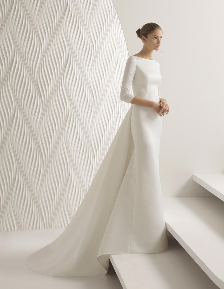 17 Chic Minimal Wedding Dresses For Modern Brides Weddingsonline