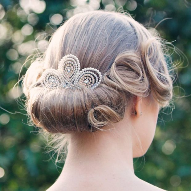 20 Beautiful Hair Combs for Vintage-Loving Brides images 10