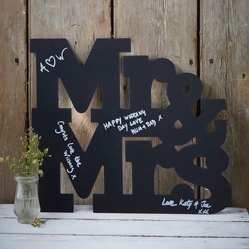 13 Gorgeous Wedding Guest Books You Can Pick Up Now! images 4