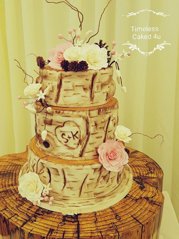 17 Terrific Personalised Wedding Cakes & Toppers | weddingsonline
