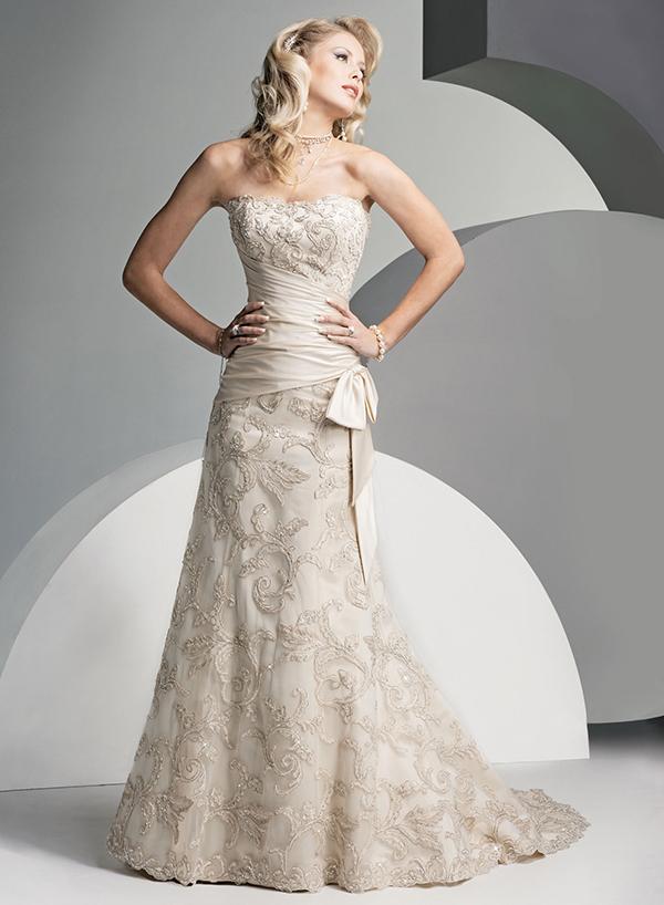 Vestido de novia de encaje dorado de Sottero & Midgley