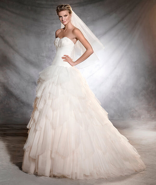 Wedding-dress-details-Pronovias