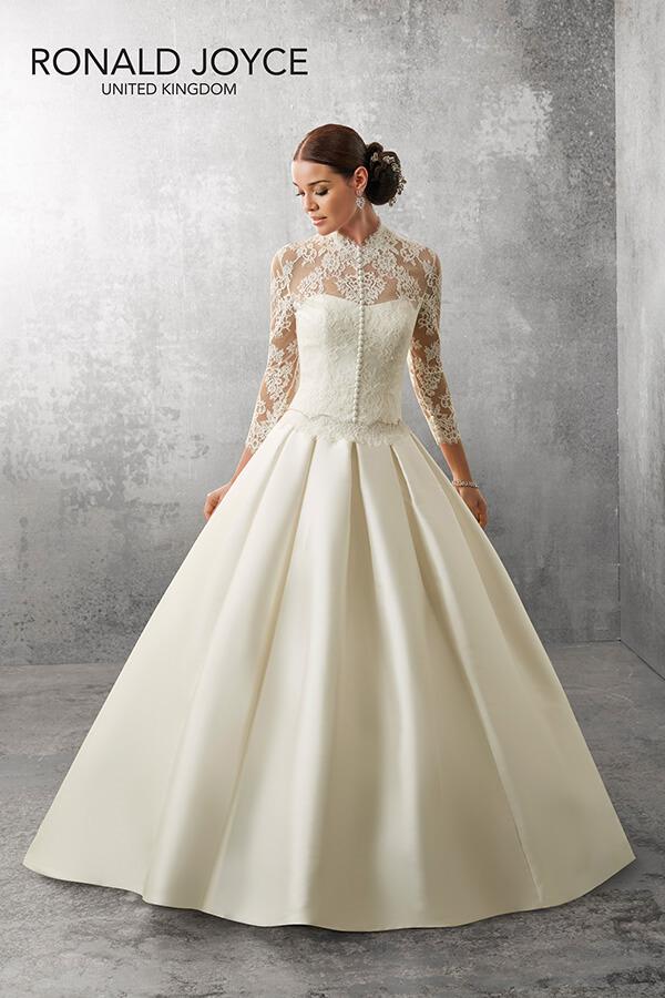 Wedding-dress-details-Ronald-Joyce