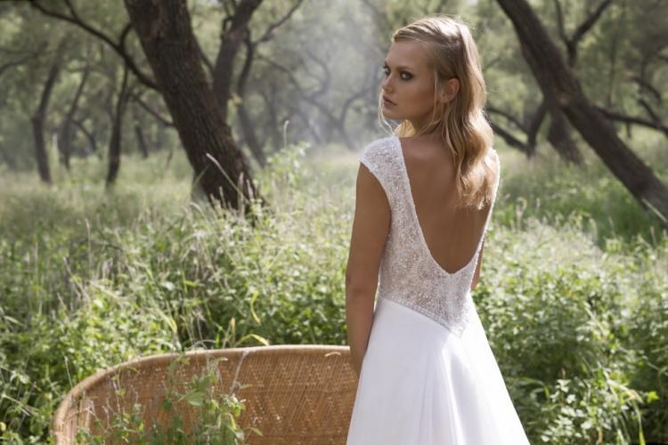 Limor-Rosen-2017-Colección-de-vestidos-de-novia-Delphine-back-mrs2be