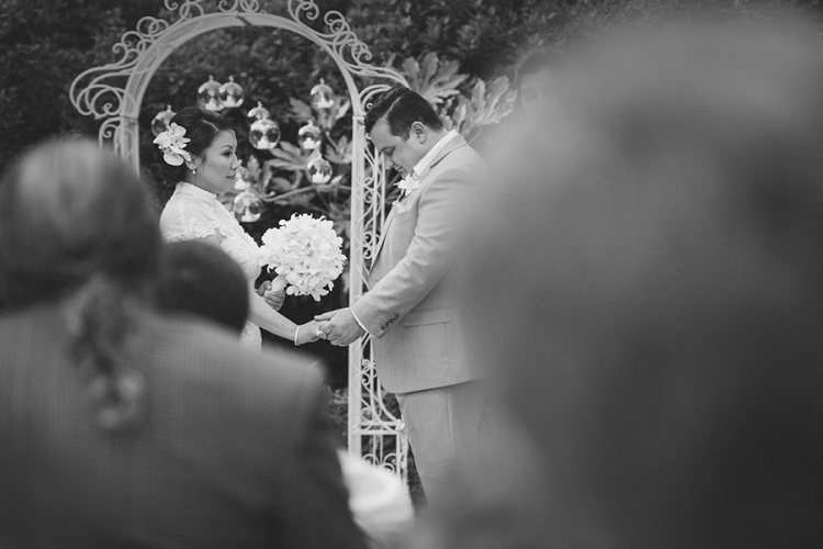 12-intimate-St-Kilda-outdoor-wedding-ceremony
