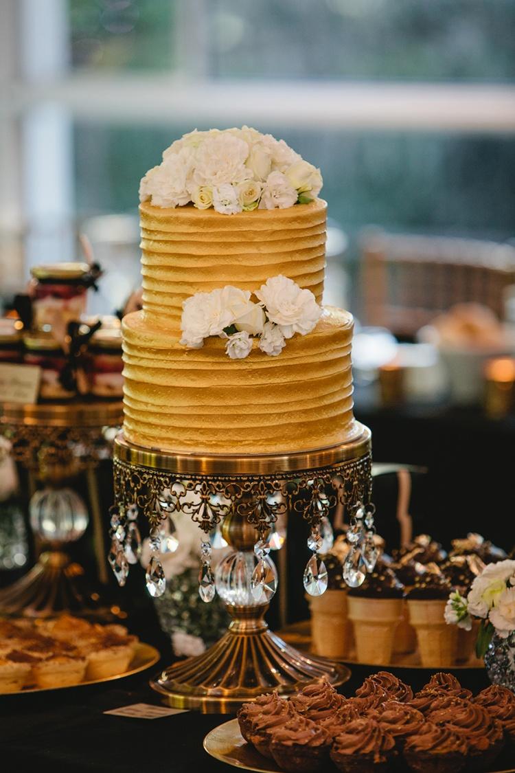 17-intimate-St-Kilda-outdoor-wedding-cake