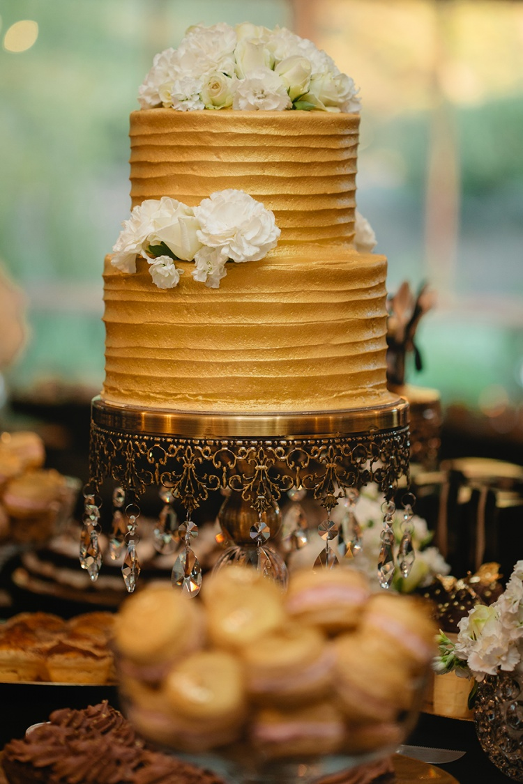 27-intimate-St-Kilda-outdoor-wedding-cake