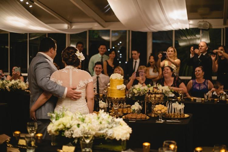 33-intimate-St-Kilda-outdoor-wedding-cake-photo