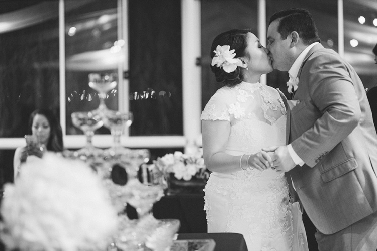 37-intimate-St-Kilda-outdoor-wedding-kiss