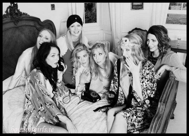 girly-night-photo-shoot-hen-party-ideas-boudoir-girls