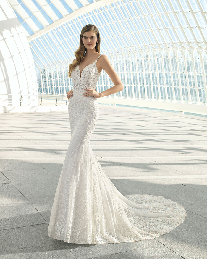 Vestido de novia con escote pronunciado